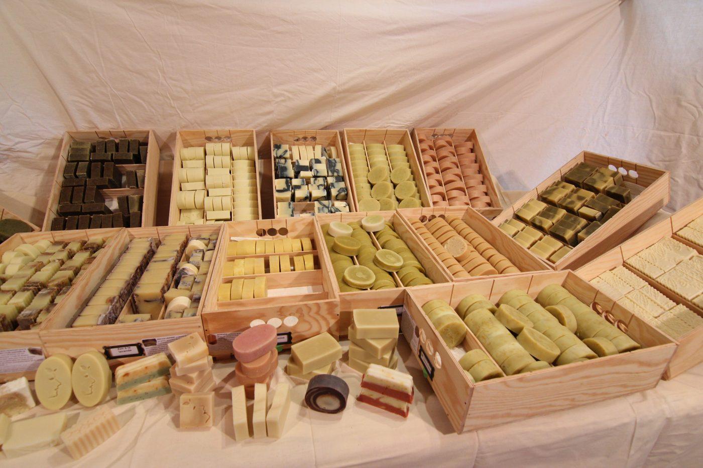 Une gamme de savons pour les besoins de tous - Savons naturels - Savonnerie du Colibri - Arlon, à la frontière entre la Belgique, la France et le Luxembourg